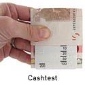 Die Funktion eines Cashtests wird mit einem 10 Euro Schein demonstriert